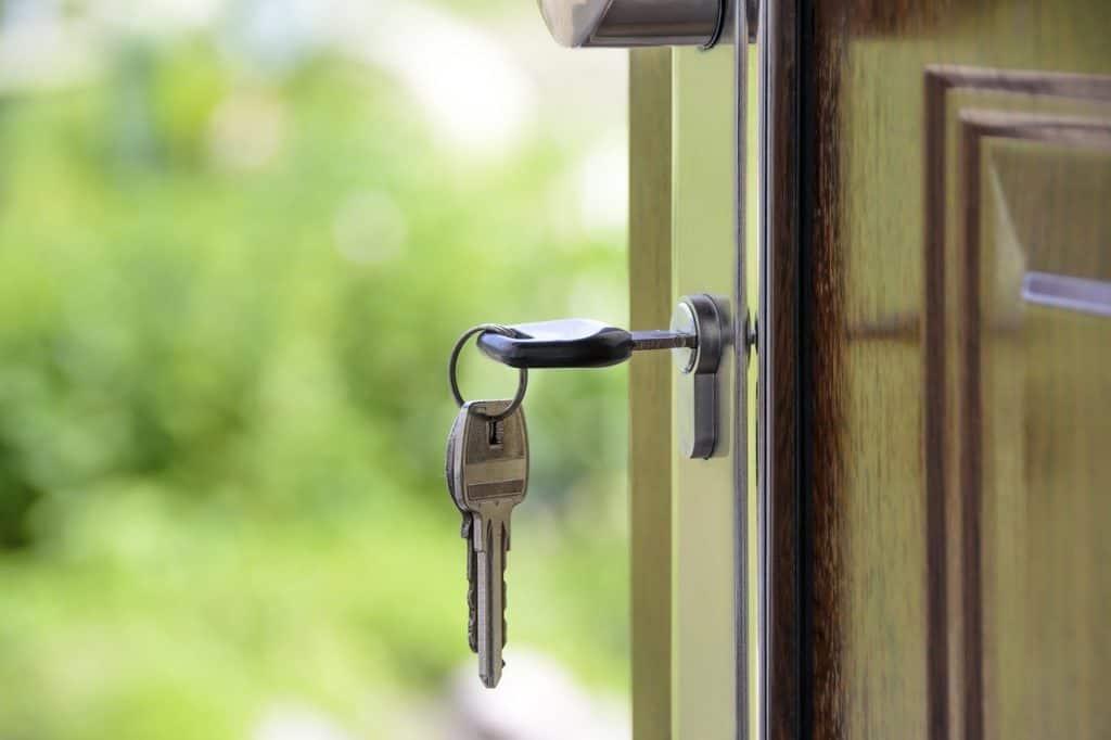 מפתחות על בית כניסה