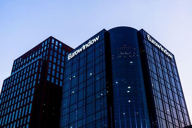 בניין מפואר של חברה גדולה - אילוסטרציה